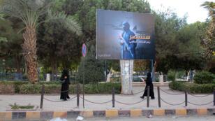 Des femmes portent le niqab à Raqqa, bastion du groupe État islamique en Syrie.