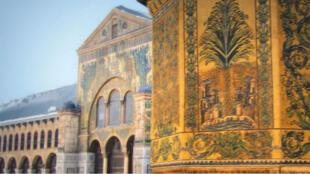 La mosquée des Omeyyades de Damas, érigée au VIIIe siècle, fut longtemps le plus grand édifice du monde musulman.