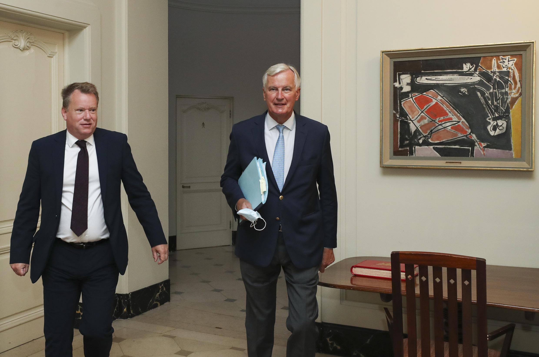 Archivo-El negociador jefe del Reino Unido para el Brexit, David Frost (izq.) y el negociador de la Unión Europea, Michel Barnier.