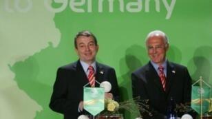 فرانتس بكنباور والرئيس الحالي للاتحاد الألماني لكرة القدم وولفغانغ نيرسباخ، في 2006 بمدريد