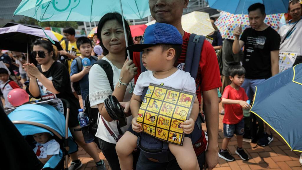 À Hong Kong, des centaines de familles rejoignent le mouvement prodémocratie