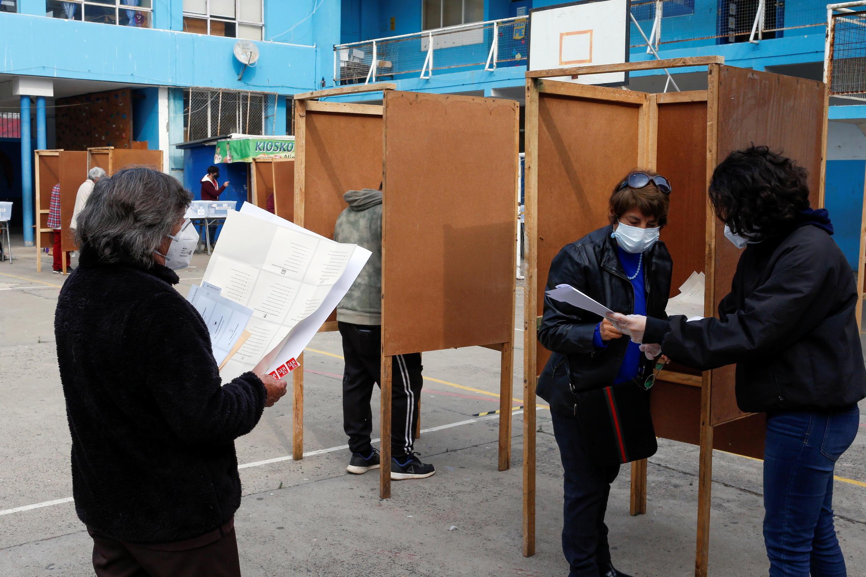 2021-05-15T162420Z_250298489_RC2CGN9051VR_RTRMADP_3_CHILE-POLITICS-CONSTITUTION
