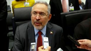 El entonces ministro de Petróleo de Venezuela, Nelson Martínez, antes del inicio de una reunión de la Organización de Países Exportadores de Petróleo en Viena, Austria, el 25 de mayo de 2017.