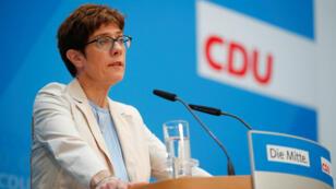 Annegret Kramp-Karrenbauer, presidenta del partido de la Unión Demócrata Cristiana de Alemania (CDU), da una declaración en la sede del partido en Berlín, Alemania, el 2 de junio de 2019.