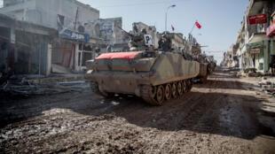 Les chars turcs ont traversé la ville syrienne de Kobane le 22 février 2015.