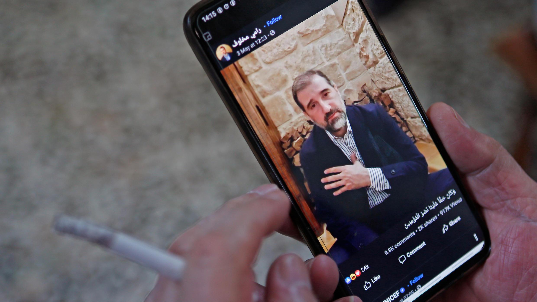 Après une première vidéo publiée le 3 mai, Rami Makhlouf, richissime cousin du président Bachar al-Assad, a de nouveau pris la parole dans une vidéo diffusée sur Facebook, le 17 mai 2020.