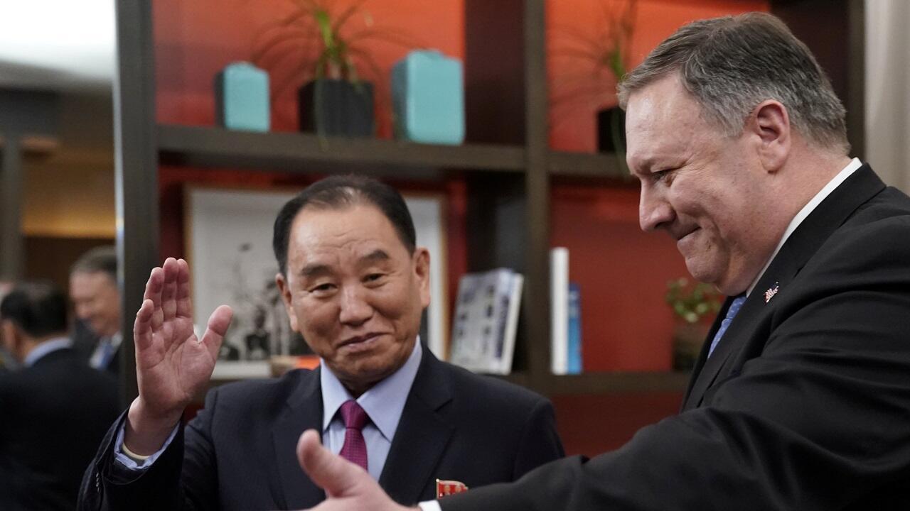 En un hotel en Washington, el secretario de Estado de Estados Unidos, Mike Pompeo, se reunió este viernes 18 de enero con el vicepresidente del Partido de los Trabajadores de Corea del Norte, Kim Yong Chol, líder negociador de Corea del Norte sobre asuntos nucleares con Estados Unidos, para programar una segunda cumbre.