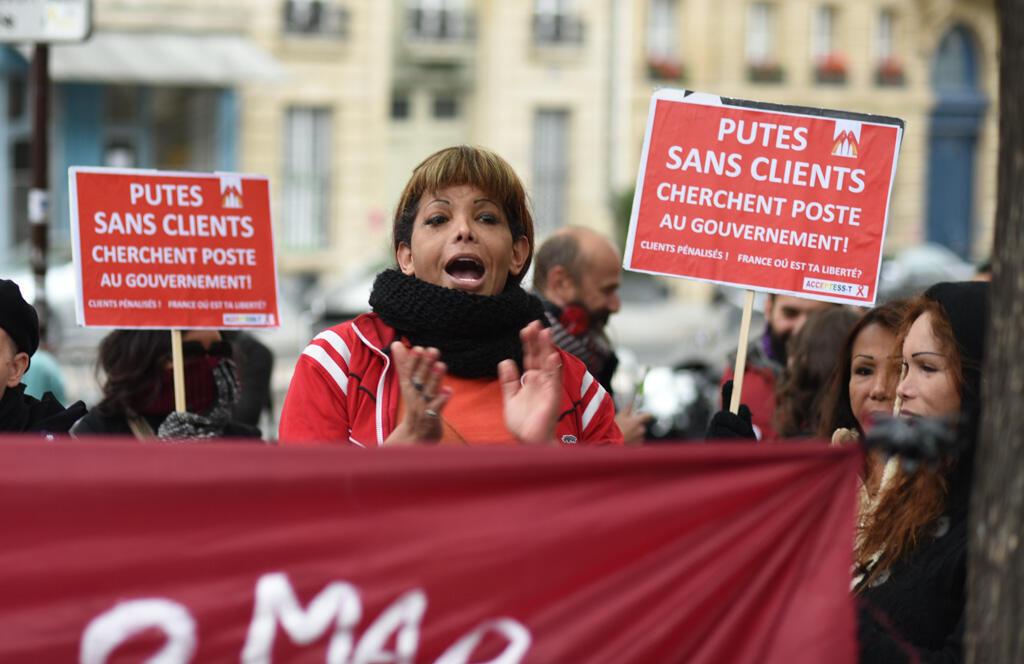 """Les prostitué-e-s et militants pro-prostitution ont scandé plusieurs slogans tel que """"Las putas unidas, jamas sera vencidas!"""" (""""Les putes unies ne seront jamais vaincues"""")"""