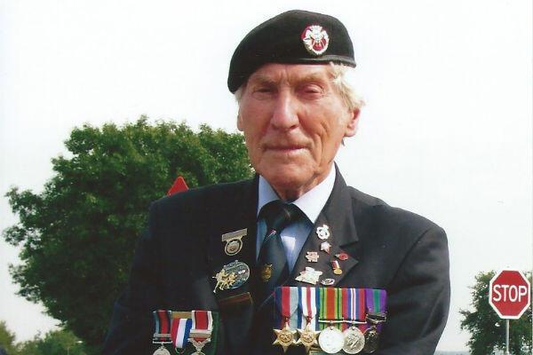 Kenneth Smith a débarqué sur la plage de Gold Beach en juin 1944. Il a pris part aux cérémonies du 70e anniversaire du Débarquement en 2014 en Normandie.