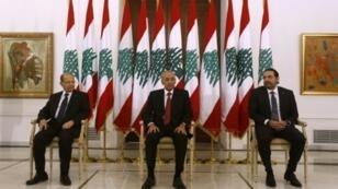 رئيس الوزراء اللبناني سعد الحريري (يمين) يلتقي الرئيس ميشال عون (يسار) ورئيس مجلس النواب نبيه بري في قصر بعبدا الرئاسي 22 نوفمبر 2017