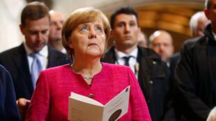 La chancelière allemande Angela Merkel assiste à une messe à l'occasin du 500e anniversaire de la Réforme, le 31 octobre 2017 à Wittenberg.