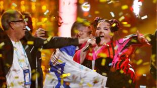 Netta de Israel se presenta después de ganar la Gran Final del Festival de la Canción de Eurovisión 2018, en la sala Altice Arena en Lisboa, Portugal, el 12 de mayo de 2018.