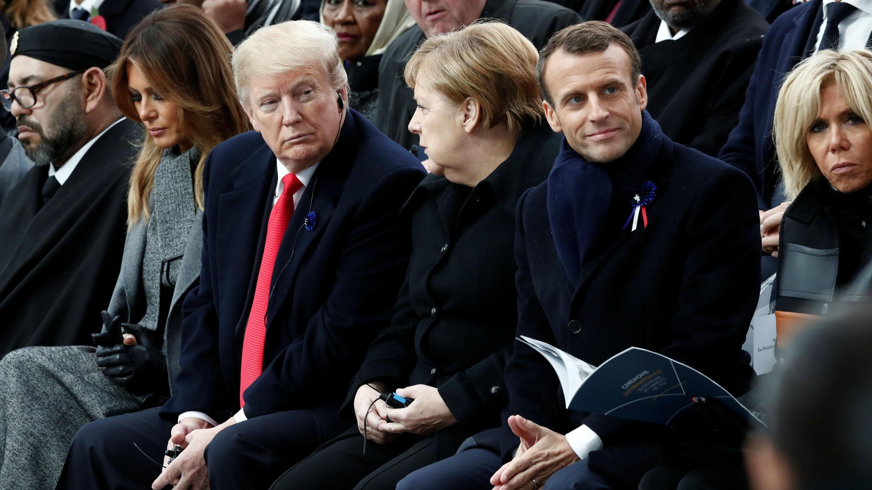 Brigitte Macron, el presidente francés Emmanuel Macron, la canciller alemana Angela Merkel, el presidente estadounidense Donald Trump, la primera dama Melania Trump y el rey de Marruecos Mohammed VI asisten a una ceremonia de conmemoración del Día del Armisticio, 100 años después del final de la Primera Guerra Mundial en el Arco de Triunfo en París, Francia, el 11 de noviembre de 2018.
