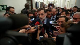 El presidente del Gobierno español, Mariano Rajoy, mostró cautela respecto al fin de las actividades de la organización separatista ETA. Abril 26 de 2018.