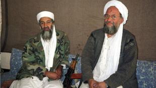 Osama bin Laden junto a su consejero Ayman al-Zawahiri durante una entrevista en 2001.