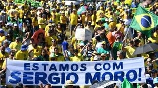 Brazilians demonstrate in support of President Jair Bolsonaro and his embattled Justice Minister Sergio Moro at Copacabana beach in Rio de Janeiro