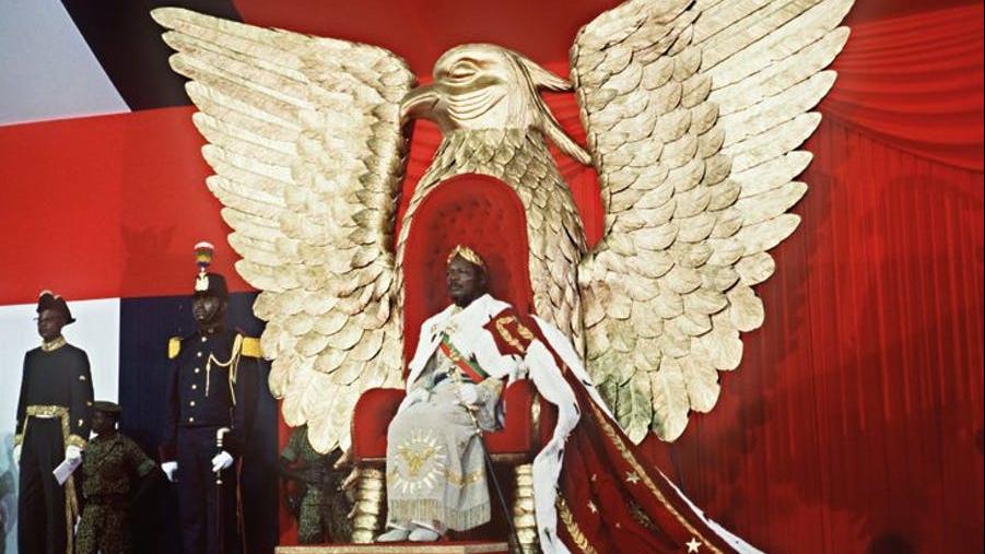 El emperador 'Bokassa I' durante su coronación en Centroáfrica, en diciembre de 1976.