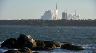 El cohete Larga Marcha 5B despega de Wenchang, en la isla china de Hainan, el 5 de mayo de 2020