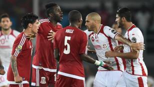 La tension entre les joueurs de la Tunisie et de la Guinée équatoriale lors du quart de finale de la CAN, le 31 janvier 2015
