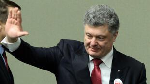 """Le président Porochenko a affirmé, lundi 29 décembre, que le conflit dans l'Est était """"artificiel"""" et """"apporté de l'extérieur""""."""