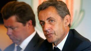 Nicolas Sarkozy lors d'une rencontre avec des agriculteurs de la coopérative d'Avrigny, le 28 juillet 2016.