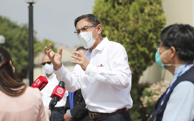 Vizcarra ha dispuesto que el avión presidencial sea ocupado exclusivamente para las necesidades de Loreto. Esto incluye el traslado de médicos, enfermeras y equipos de oxígeno. También el de pacientes que ya no pueden atenderse en hospitales de la región debido al colapso.