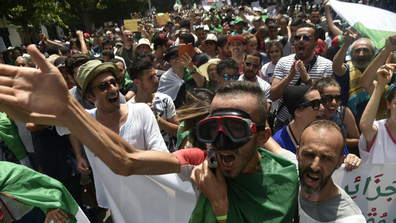 متظاهرون في العاصمة الجزائرية 5 يوليو/تموز 2019