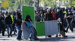 Les Gilets s'étaient notamment rassemblés place de la République à Paris, samedi 20 avril 2019.