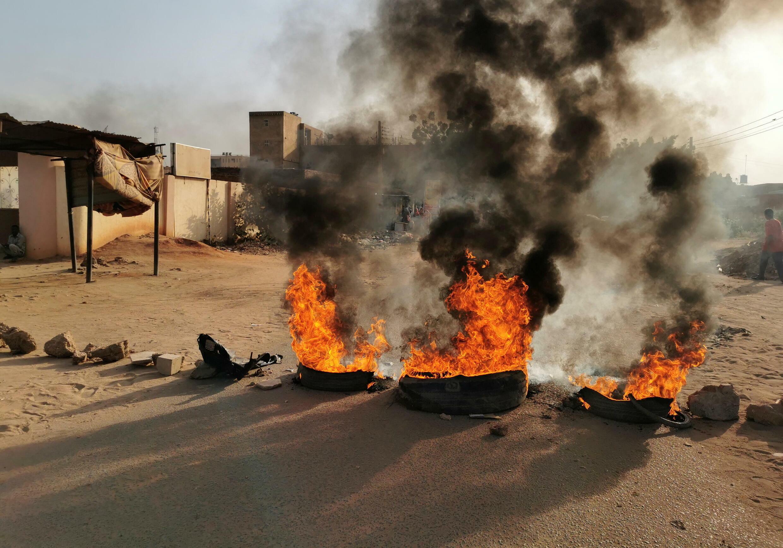 2021-10-25T132344Z_1205465923_RC2VGQ9SEVGD_RTRMADP_3_SUDAN-POLITICS