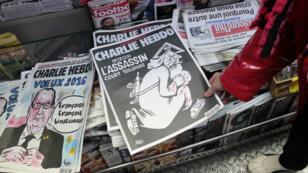 Après avoir sorti un numéro spécial le 7 janvier 2016, Charlie Hebdo lance un prix littéraire afin de maintenir le lien avec la jeune génération.