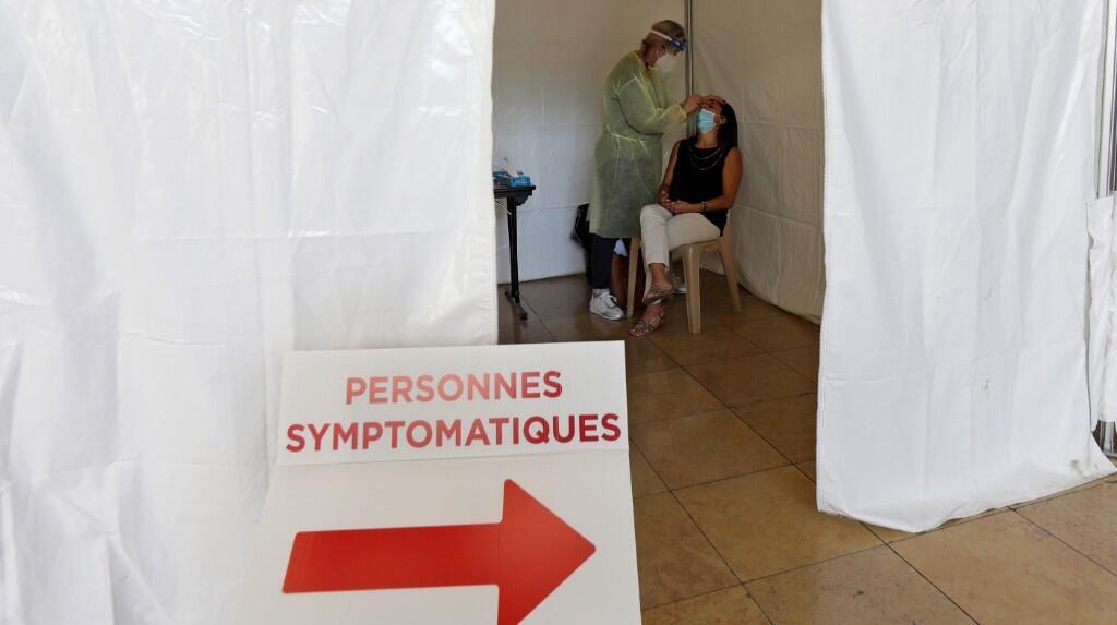 El Gobierno de Emmanuel Macron decidió este viernes, 11 de septiembre, agilizar los circuitos de diagnóstico creando horarios especiales para personas con síntomas o más expuestas al virus.