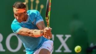 L'Espagnol Rafael Nadal contre l'Argentin Guido Pella en quart de finale du tournoi de Monte-Carlo, le 19 avril 2019