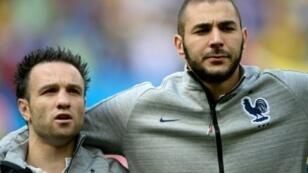 بنزيمة برفقة فالبوينا في مباراة مع المنتخب الفرنسي