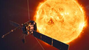 Dessin transmis le 16 juillet 2020 par l'Agence spatiale européenne (ESA) représentant la sonde euro-américaine Solar Orbiter à l'approche du soleil