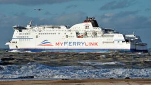 Le ferry MS Berlioz, de la compagnie Myferrylink, quitte le port de Calais, le 4 novembre 2012.