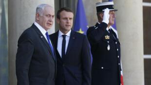 Le Premier ministre israélien Benjamin Netanyahou et le président français Emmanuel Macron, sur le perron de l'Élysée, le 16 juillet 2017.