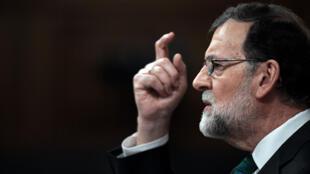 El presidente español Mariano Rajoy habla durante el debate de una moción de censura presentada por el PSOE en la Cámara Baja del Parlamento español en Madrid, el 31 de mayo de 2018.
