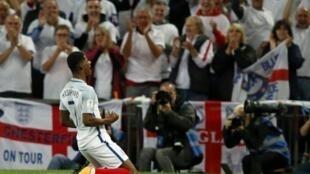 مهاجم إنكلترا ماركوس راشفورد يحتفل بعد تسجيله ضد سلوفاكيا في تصفيات مونديال روسيا 2018 على ملعب ويمبلي في لندن في 4 أيلول/سبتمبر 2017