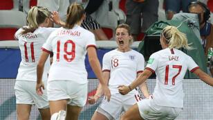 Les Anglaises célèbrent le but de Ellen White, le 18juin à Valenciennes.
