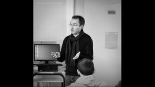 El profesor de historia Francés Samuel Paty en una de sus clases.