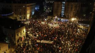 تظاهرة ضد رئيس الوزراء الاسرائيلي بنيامين نتانياهو قرب مقر اقامته في القدس بتاريخ 17 تشرين الأول/أكتوبر 2020