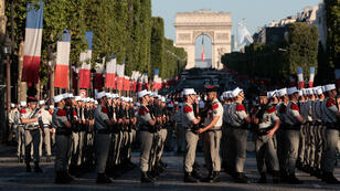 عرض عسكري كبير في جادة الشانزيلزيه بباريس. 2017/0714