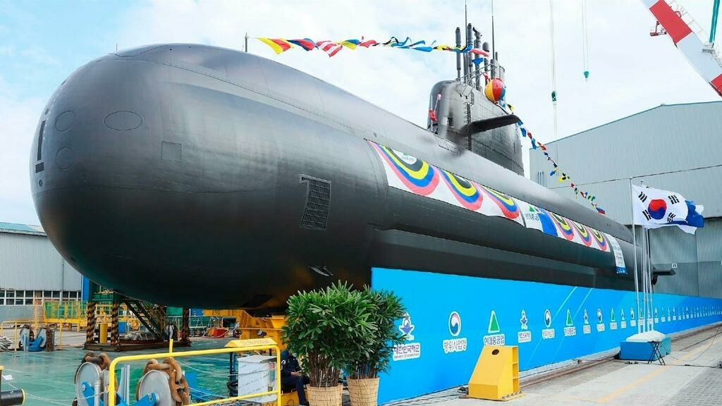 El nuevo submarino surcoreano de 3.000 toneladas, el Shin Chae-ho, capaz de disparar misiles balísticos, se lanza en una ceremonia en el astillero de Hyundai Heavy Industries Co. en Ulsan, Corea del Sur, el 28 de septiembre de 2021. (Corea del Sur)