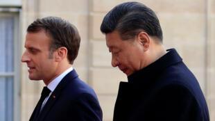 El presidente francés Emmanuel Macron recibe al presidente chino Xi Jinping en el Palacio del Elíseo en París, Francia, el 25 de marzo de 2019.