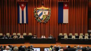 La sesión de la Asamblea Nacional se llevó a cabo en La Habana, en esta foto impresa entregada a Reuters el 18 de abril de 2018.