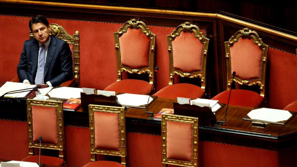 Imagen de archivo: el primer ministro italiano, Giuseppe Conte, se sienta después de dirigirse al Parlamento en Roma, Italia, el 24 de julio de 2019.