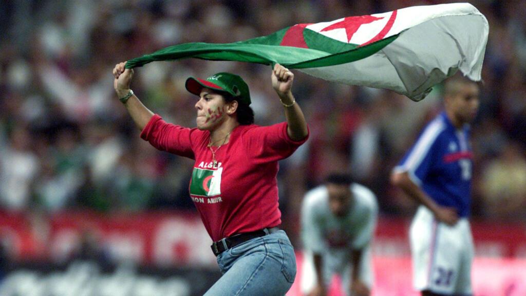 Résultats de recherche d'images pour «algerie foot france»