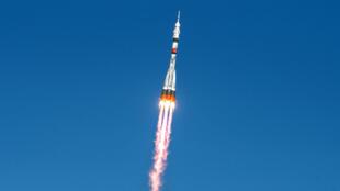La nave Soyuz MS-17 vuela hacia la Estación Espacial Internacional poco después de despegar del cosmódromo ruso de Baikonur, en Kazajistán, el 14 de octubre de 2020