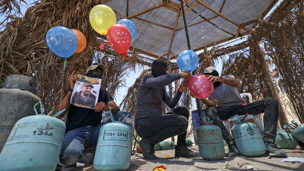 Gaza : les ballons incendiaires, une arme pour tester les nerfs de Naftali Bennett ?