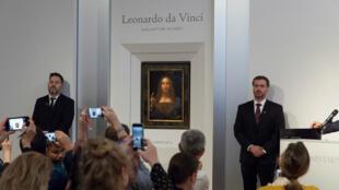 """La casa de subastas Christie's presenta el retrato del Cristo """"Salvator Mundi"""" de Leonardo Da Vinci, el 10 de octubre de 2017."""